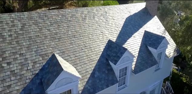 Le solar roof avec des tuiles uniques